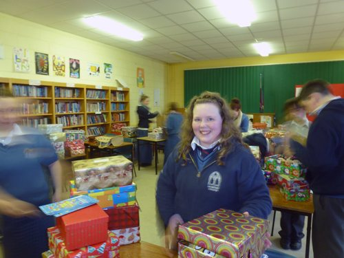 Desmond College CSPE Student organizing the collection of shoeboxes for Team Hope