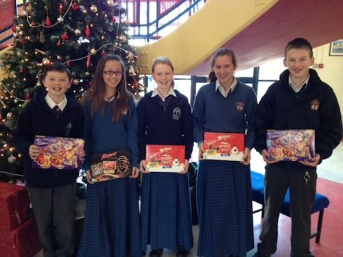 Junior History Quiz Winners receive their Christmas Prizes!