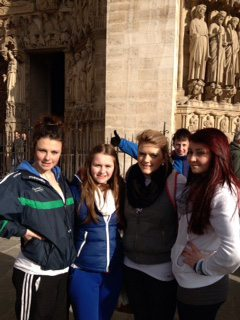 Desmond College students at the Arc de Triomphe