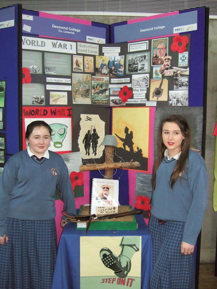 Remembering World War 1 - Desmond College Make A Book