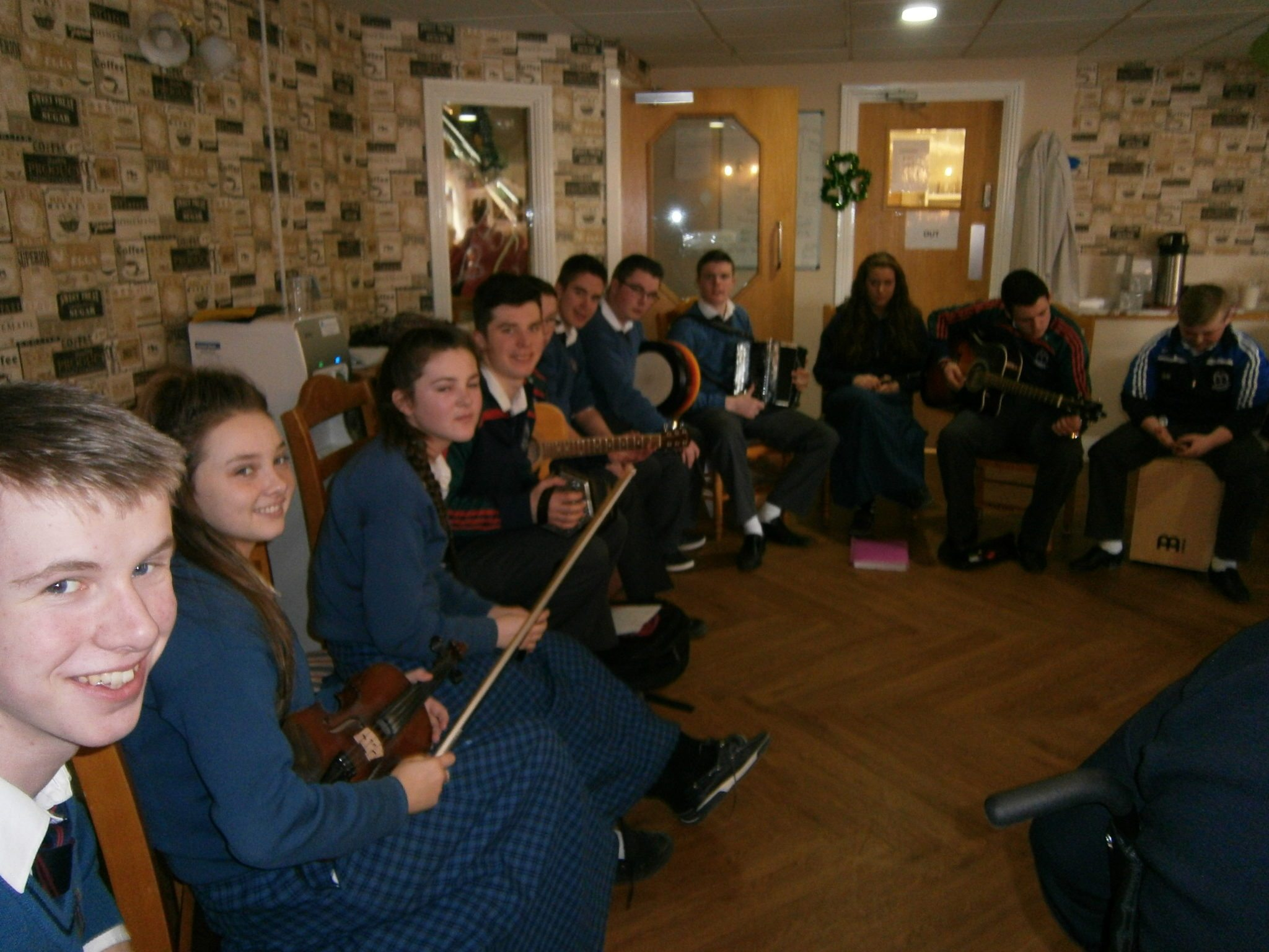 Desmond College Trad Group Draiocht Perform at Lakes Nursing Home in Killaloe