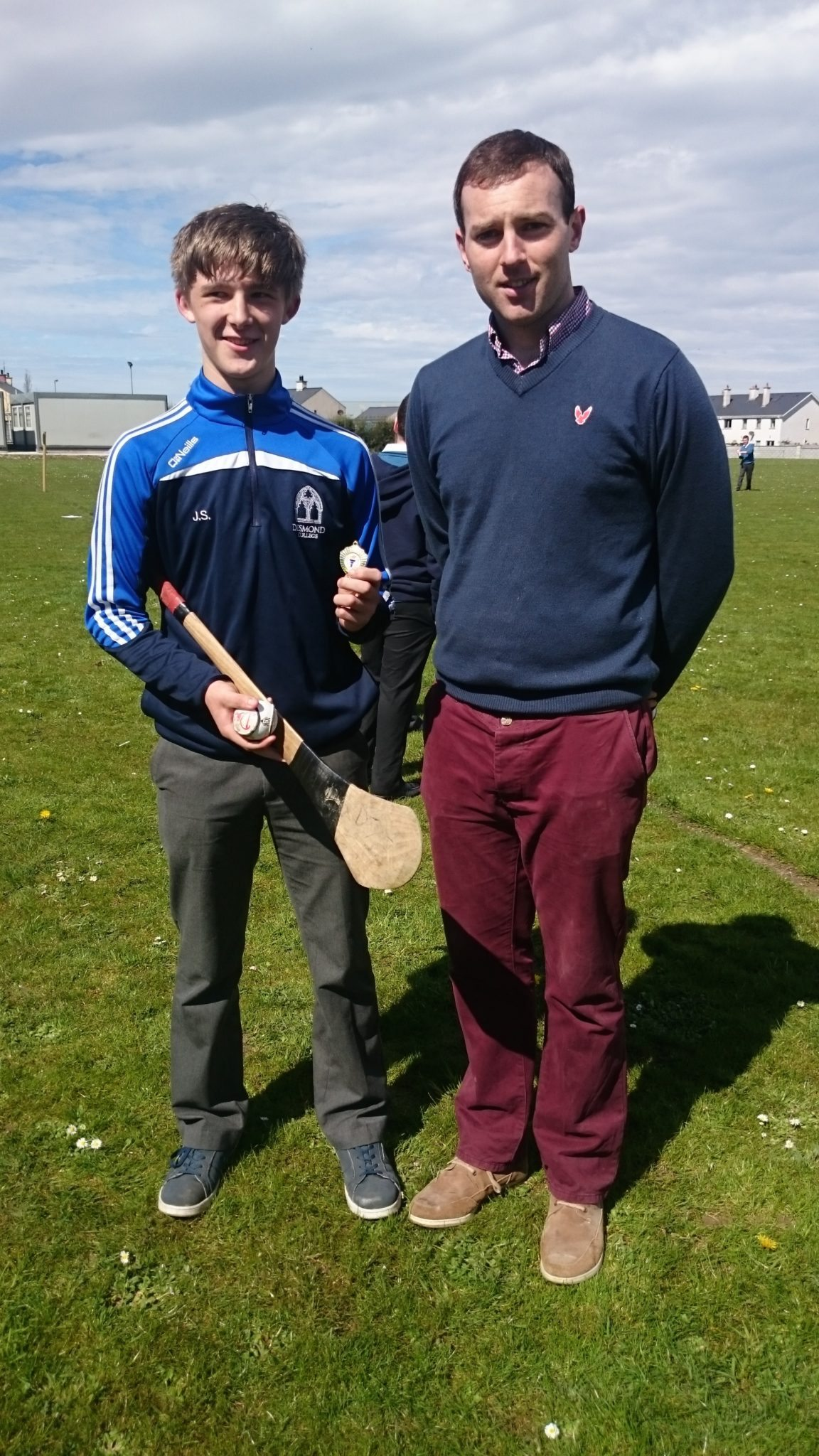James-Storiin-winner-of-the-junior-Poc-Fada-with-Mr-Burke