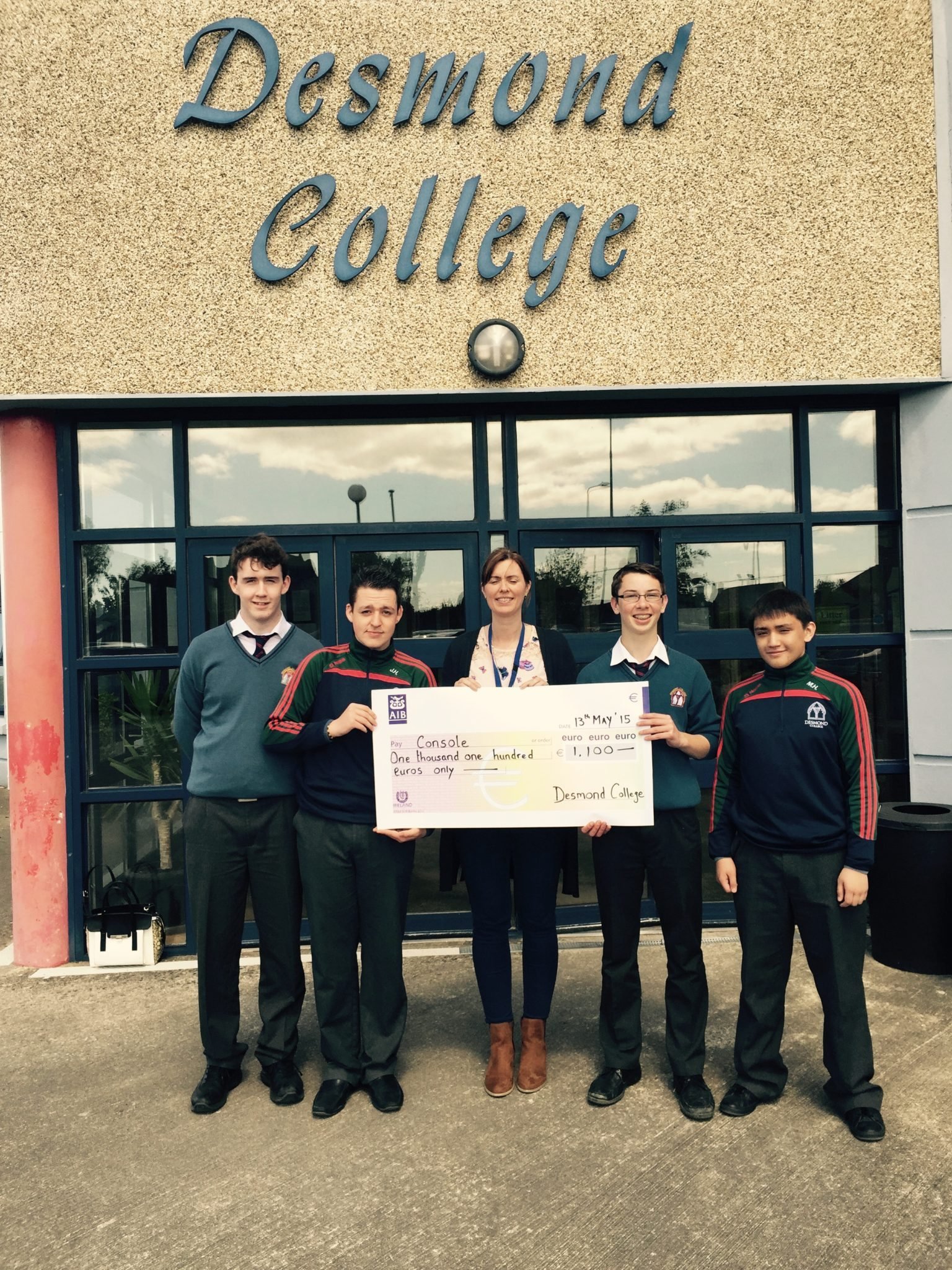Pictured: Desmond College Transition Year Students Liam Dowling, Seán Ó Fiaich, Cillian McMahon and Matthew Halley. with Emer O'Neill (Console Limerick Centre Manager)