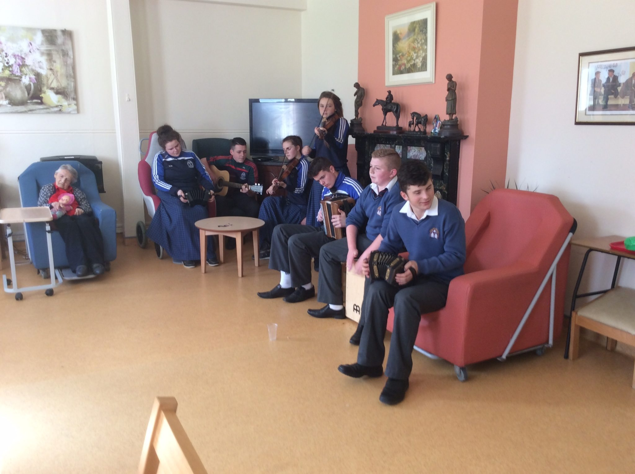 2015 October: Desmond College Trad Group students entertain to at Positive Aging Week
