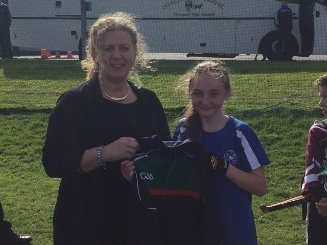Desmond College Hosts their Annual Primary School Blitz and Vourneen Gavin Barry (Principal) presents half zip to camogie player of the match