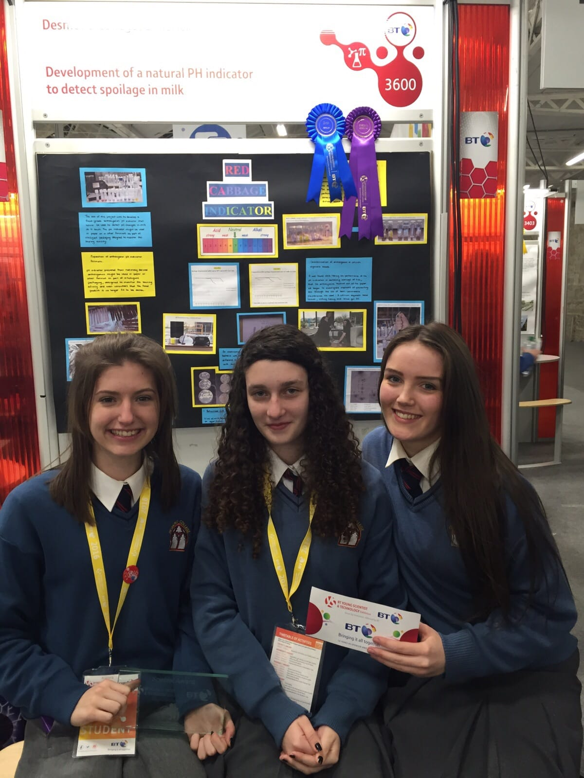 Jan 2016: Alanna Slater, Suin Ni Cheallaigh and Roisin Nolan who won both a special merit award from The ScienceFoundation of Ireland and also won 2nd prize in the Senior Chemical and Mathematical Group