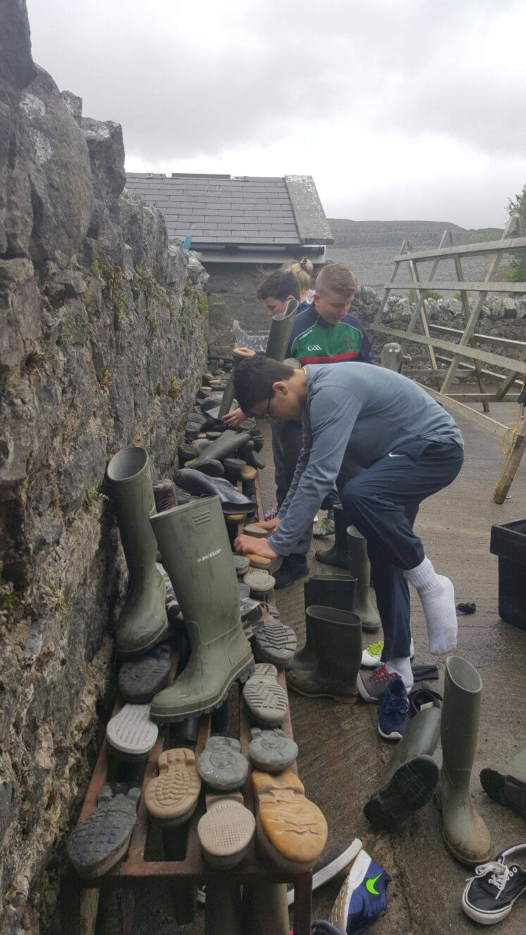 2016-05-21-desmond-college-first-year-students-on-their-trip-to-the-burren-outdoor-education-centre-017