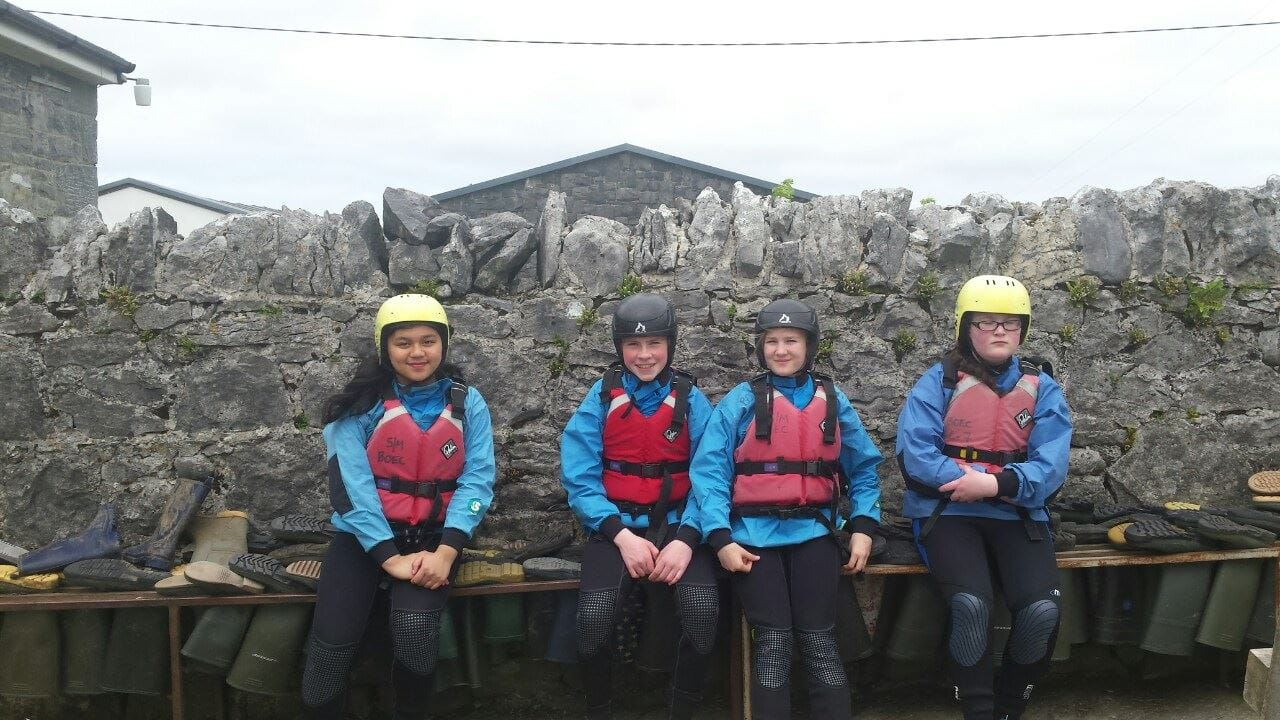2016-05-21-desmond-college-first-year-students-on-their-trip-to-the-burren-outdoor-education-centre-030