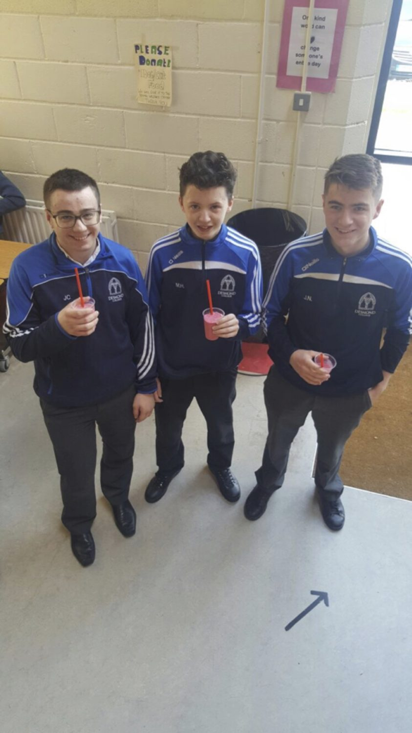 May 2017: Students enjoying a smoothie on somoothie wednesday as part of desmond college active school week