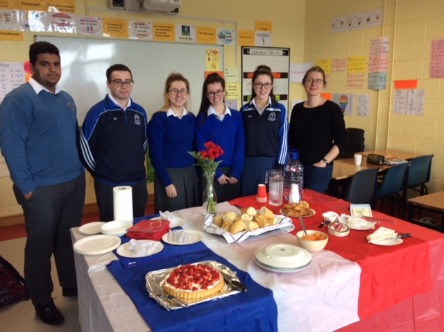 May 2018: Desmond College Students have a French dinner dégustation!