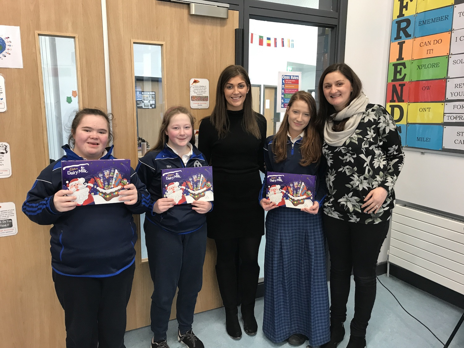 Dec 2018: Ms O'Mahony and Ms Hennessy giving prizes to students who completed the Reading Challenge.
